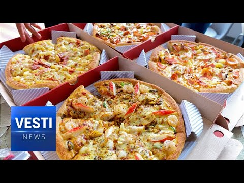 Смотреть Alaska Returns the Favor! Air Traffic Control Sends Pizza to Russian Colleagues in Magadan! онлайн