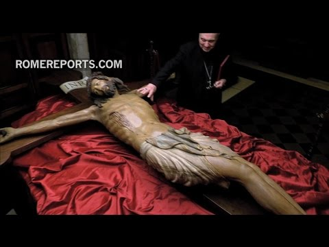 700-year-old crucifix returns to St. Peter's Basilica