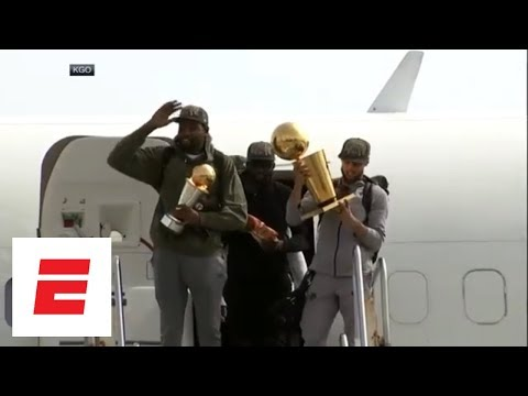 Steph Curry, Kevin Durant emerge from plane with trophies, Swaggy Champ emerges shirtless   ESPN