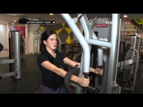 Alice Norin menjaga kesehatan dengan rajin berolahraga di Gold's Gym Indonesia