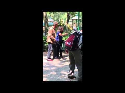 Una pareja insulta a una mujer por amamantar a su hijo en ...