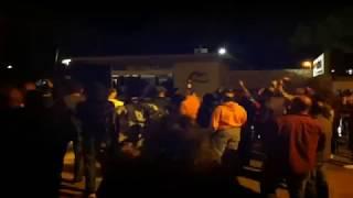 Cassolada de protesta davant del càmping de l'Escala que allotja guàrdies civils