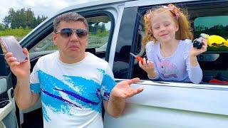 Download lagu Nastya dan Ayah melakukan perjalanan, kegemberiaan bepergian yang menyenangkan untuk Anak-anak.