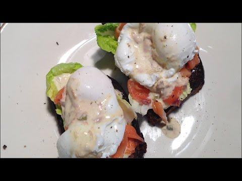 Яйца пашот под соусом из