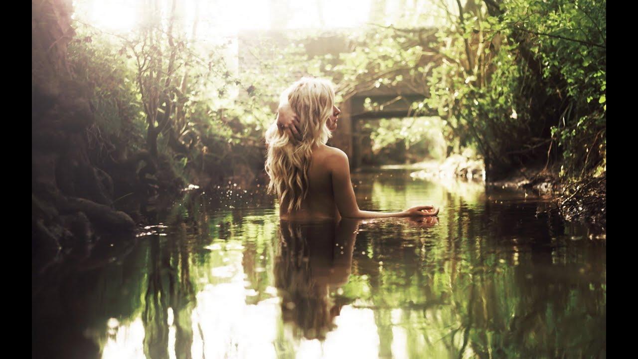 Голые в реке