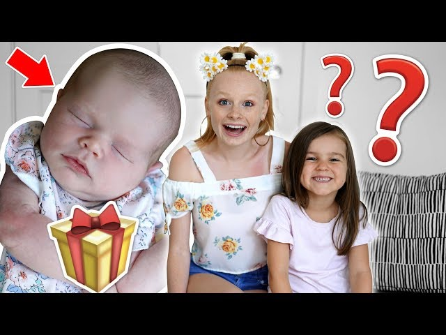 👶 BABY SiSTER SURPRiSES KiDS WiTH PRESENTS! 🎁