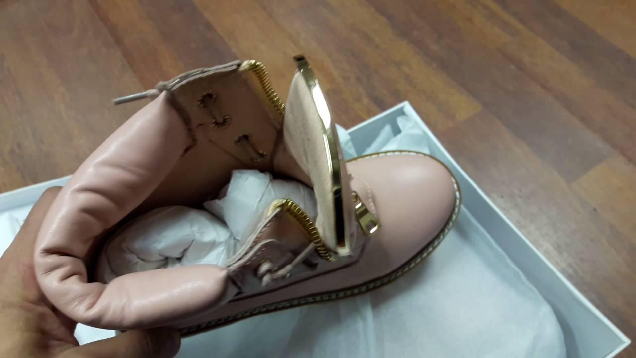 Ботинки balmain (реплика) выполнены из натуральной кожи. Произведены в гуанчжоу. Размеры: 35 39.