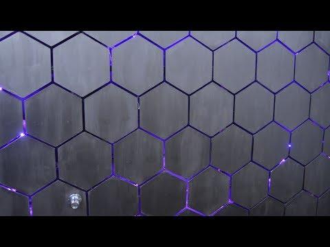 Стенка из самодельной шестиугольной плитки с подсветкой