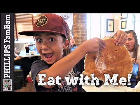EAT WITH ME | HASH HOUSE A GO GO | HUGE CHICKEN & WAFFLES |  PHILLIPS FamBam Eat with Me