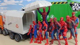 たくさんのスパイダーマンたちが大きなゴミ収集車の中にすぽすぽ入っていく おもちゃ