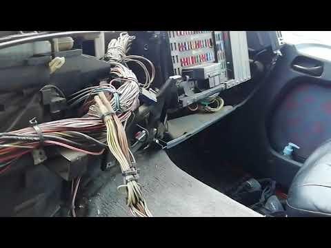 Замена радиатора печки на Мерседесе Актрос МП 1. Снятие панели, торпедо на Mersedes Actros MP 1.