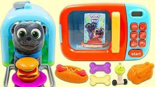 Feeding Disney Jr Puppy Dog Pals Bingo with Magic Microwave Kitchen Appliance Toy! thumbnail