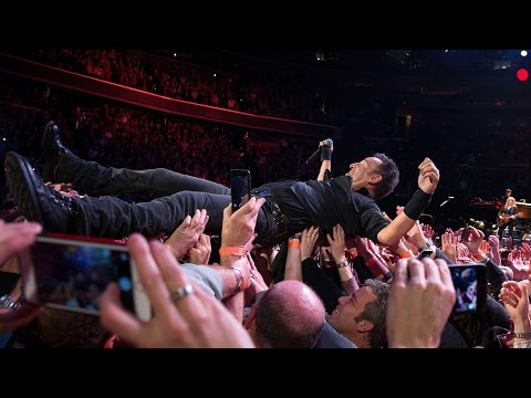 Bruce Springsteen  Hungry heart  Washington DC 2912016 crowd surf multicam