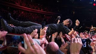 Bruce Springsteen - Hungry heart - Washington DC 29.1.2016 crowd surf multicam