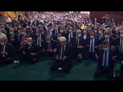 Впервые за 86 лет пятничный намаз прошел в соборе Святой Софии в Стамбуле.