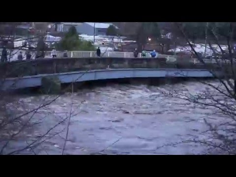 River Calder Wreaks Havoc Through Calderdale & Brighouse 26/12/2015