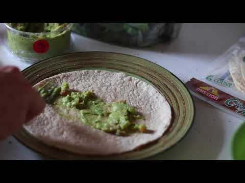 Easy Bodybuilding/Shredding Recipe – Spicy Guac Chicken Wrap!