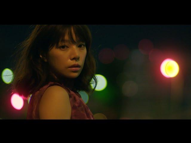 夜景とマッチする桜井ユキ