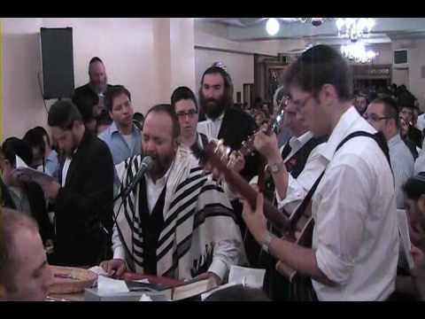 Yehuda Green L'chu Niraninah (Great Niggun) At the Carelbach Shul First night of Selichos