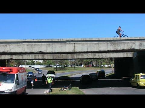 Ciclista cai de viaduto no Rio de Janeiro | Bike é Legal