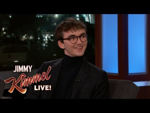 Isaac Hempstead Wright on Game of Thrones Spoilers & Bran's Creepy Stare