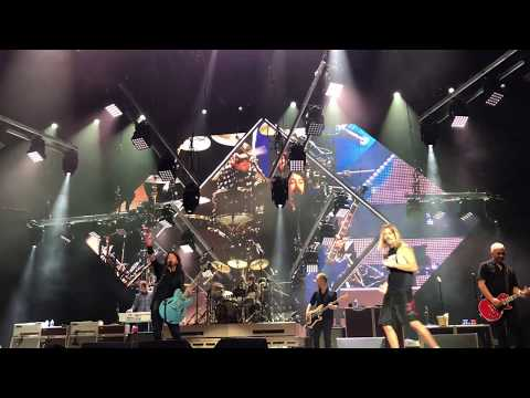"Foo Fighters ""Under Pressure"" with Fan Pierce Edge - Columbia, SC 10/17/17 Mp3"