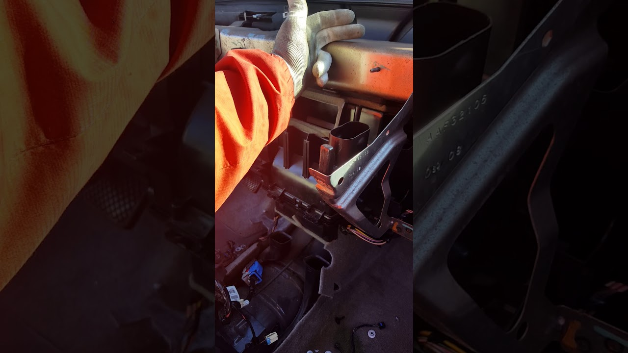 this is a 2008 chevy cobalt heater core replacement [ 1280 x 720 Pixel ]