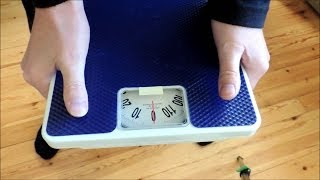 How to measure hand grip strength with bathroom scale / Hand grip strength test