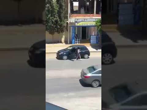 Mulher sai do carro para dançar e acaba sendo roubada