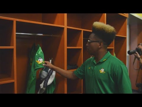 Setting Up The Oregon Locker Room With Oregon Equipment's Kwame Mitchell