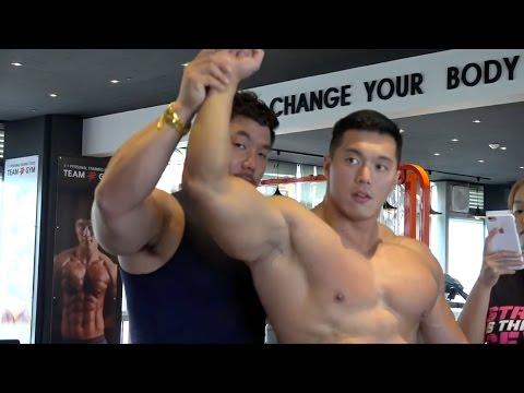 Gorgeous Bodybuilder Trains Shoulders Shirtless