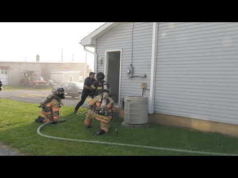 PRE-ARRIVAL: Firefighters stretching into a kitchen fire, North Catasauqua, PA 09/11/17