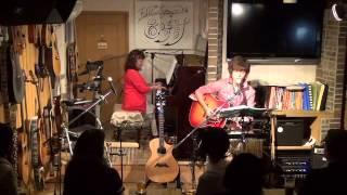 15年6月28日(日)広島、フォーク喫茶「置時計」にて♪ 白いギターと置時計...