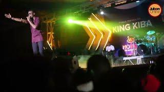 Mashabiki Wamlilia OMMY DIMPOZ Kwenye Show Ya ALIKIBA!!