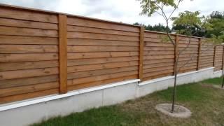 Красивый деревянный забор с цоколем для дачи и загородного дома