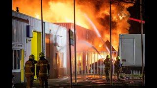 Grote brand op Alkmaars industrieterrein Beverkoog: veel rook- en geuroverlast