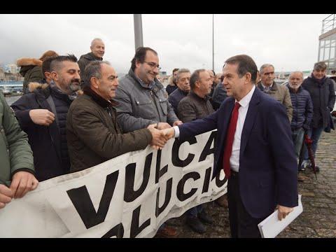 Caballero y Regades saludan a los extrabajadores de Vulcano