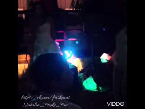Наталья Фриске поёт песню сестры