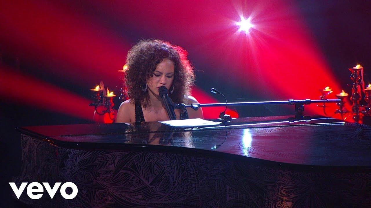alicia-keys-fallin-piano-i-aol-sessions-1-aliciakeysvevo