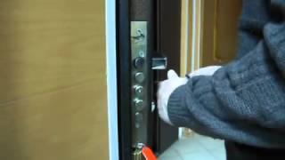 видео Вскрытие металлических дверей