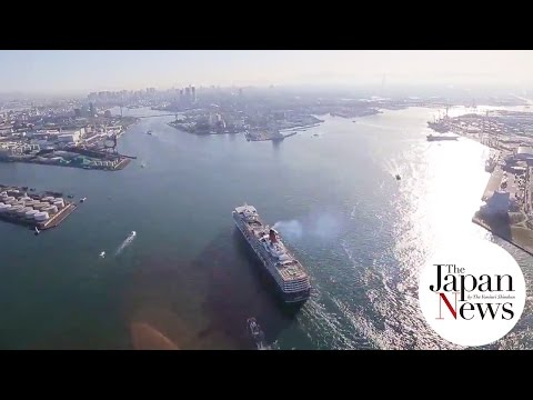 Queen Elizabeth comes into Osaka Port _1 - The Japan News