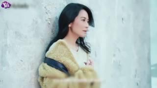 俞飛鴻穿白色風衣現身機場 短髮造型撞臉王菲