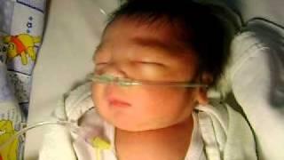 Adiku Samuel sudah lahir, tapi paru-parunya belum baik. Tolong doanya ya teman-teman, semoga dede le.