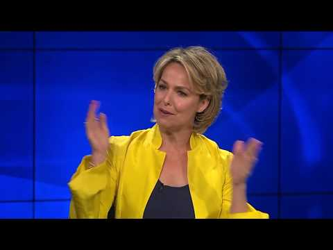 "Melora Hardin on How 'Real Issues' are Incorporated in ""The Bold Type"""
