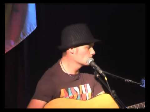 Tommy Pickett at The Fig - Live Music in Manly 2009/04