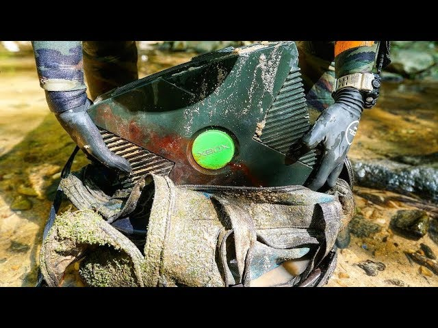found-lost-duffel-bag-with-old-xbox-inside-while-searching-shallow-river-for-interesting-finds