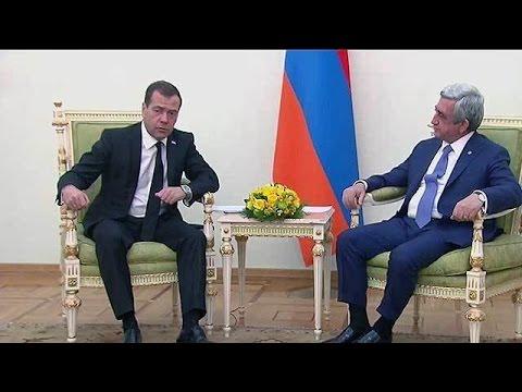 Дмитрий Медведев в Ереване озвучил предложения Москвы по мирному урегулированию в Нагорном Карабахе.