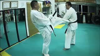 木曜日の最後に江藤先生が人間サンドバックで稽古付けてくださいます。