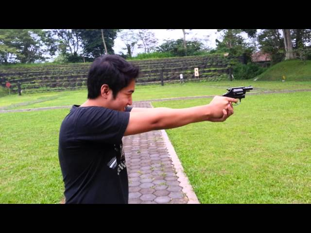 Prosignal shoots with Glock26 and Colt Revolver