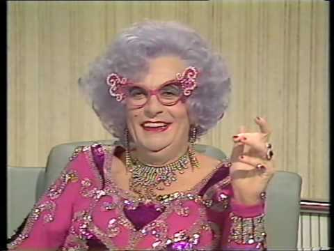 Sean Connery vs Dame Edna (Barry Humphries) - '88 - HQ
